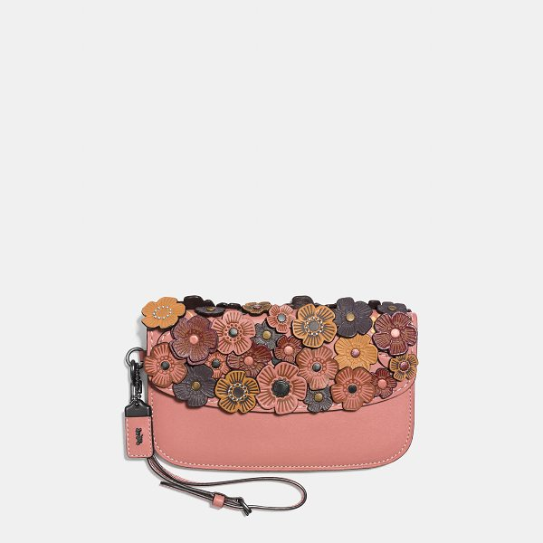 COACH clutch - Wristlet and clutch in one, this portable piece is crafted...