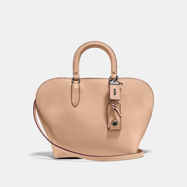 COACH dakotah satchel 22 - A curved shape based on 1960s bowling bags, the Dakotah is...