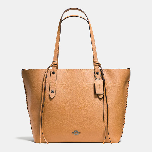 COACH large market tote with whiplash detail - An iconic Coach silhouette since the early 1960s, the...