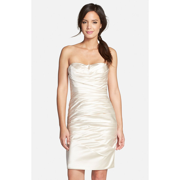 ADRIANNA PAPELL strapless satin sheath dress - Pristine pleats structure an alluring sheath dress shaped...