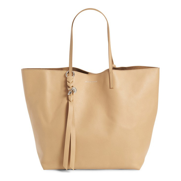 ALEXANDER MCQUEEN calfskin leather tote - A signature skull charm perfectly underscores the essential