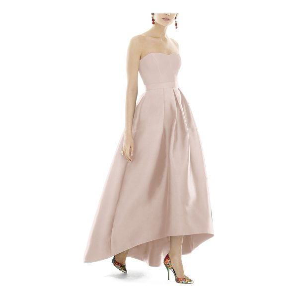 ALFRED SUNG strapless high/low sateen twill gown - Subtly lustrous sateen twill illuminates the contemporary...