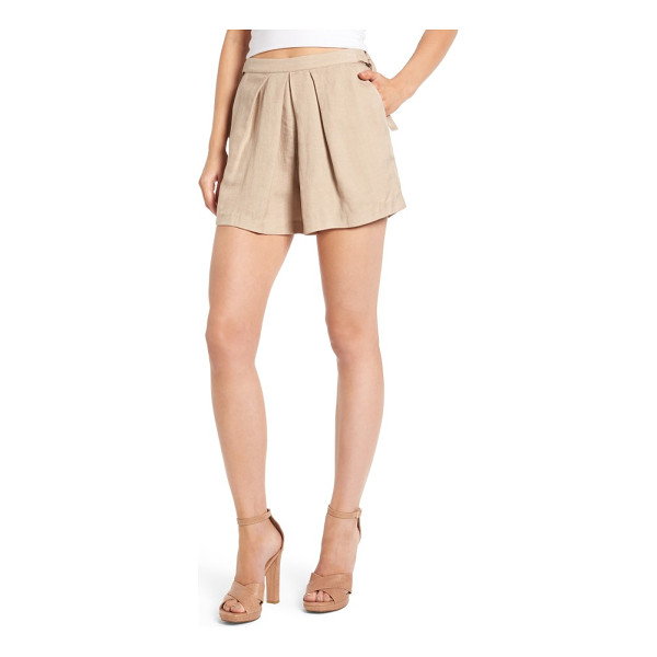 ASTR THE LABEL audrey shorts - Primed for breezy summer style, these lightweight...