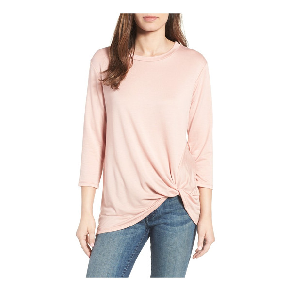 BOBEAU lightweight twist hem top - A twisted knot of fabric casually hiking up the hem adds to...