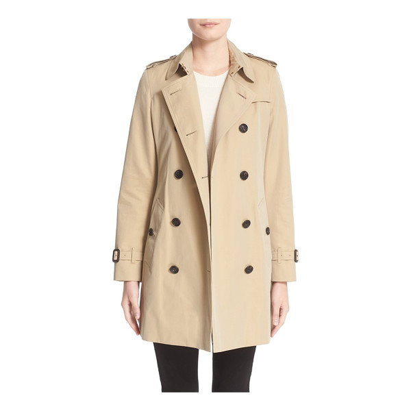 BURBERRY kensington mid trench coat - Classic trench styling-including storm flaps, epaulets and...