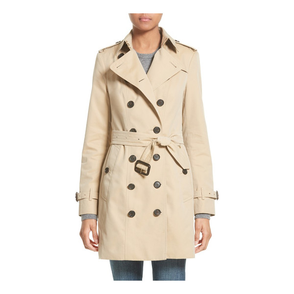 BURBERRY sandringham mid slim trench coat - Rich buffalo-horn buttons pop against the golden background...