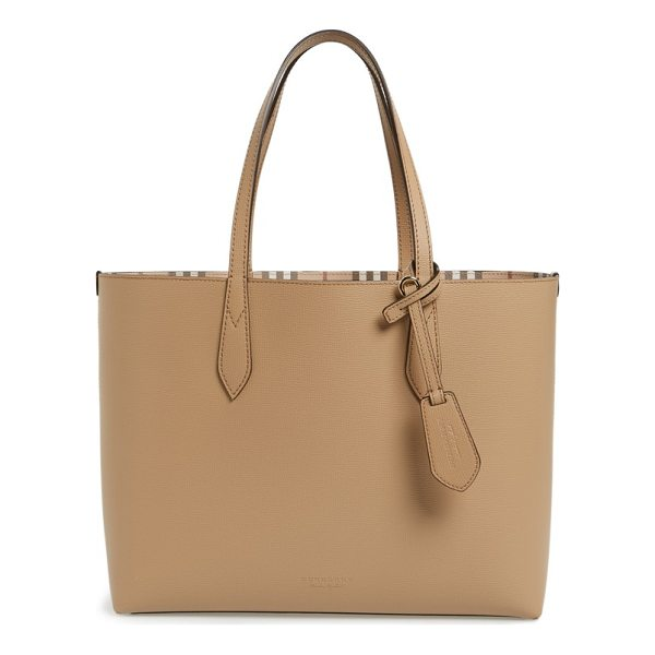 BURBERRY medium lavenby reversible calfskin leather tote - A lightly structured leather tote with a flat base resists...