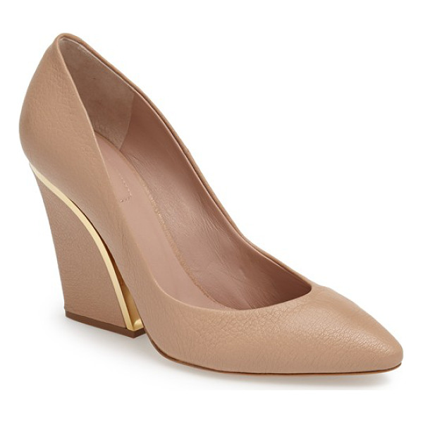 CHLOE beckie pointy toe pump - Gleaming goldtone hardware accentuates the curvaceous...
