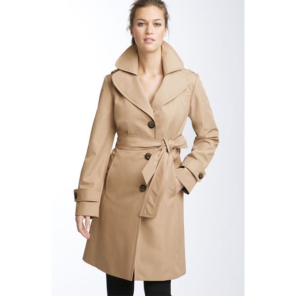 COLLECTION ELLEN TRACY short hooded trench - Glossy buttons fasten a water-resistant trench topped with...