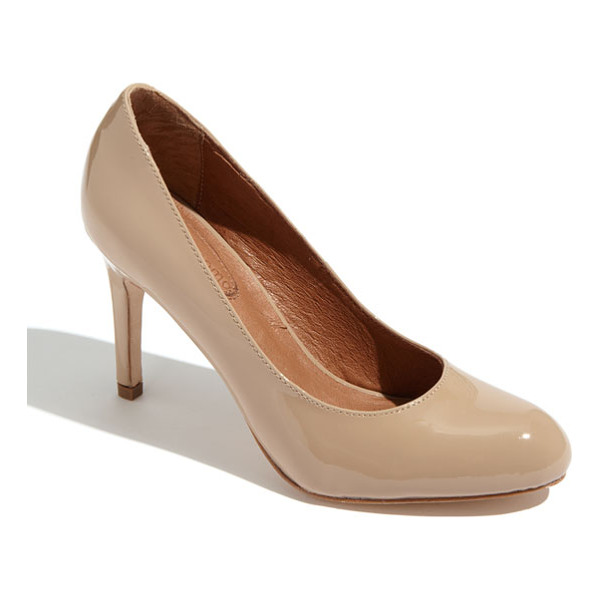 CORSO COMO 'del' pump - A supple leather lining and cushioned footbed lend