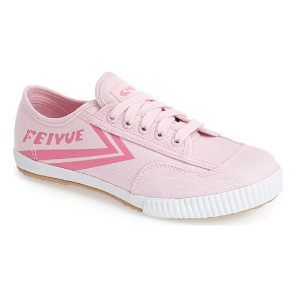 FEIYUE. fe lo plain canvas sneaker - Signature arrow stripes further the athletic, retro style...