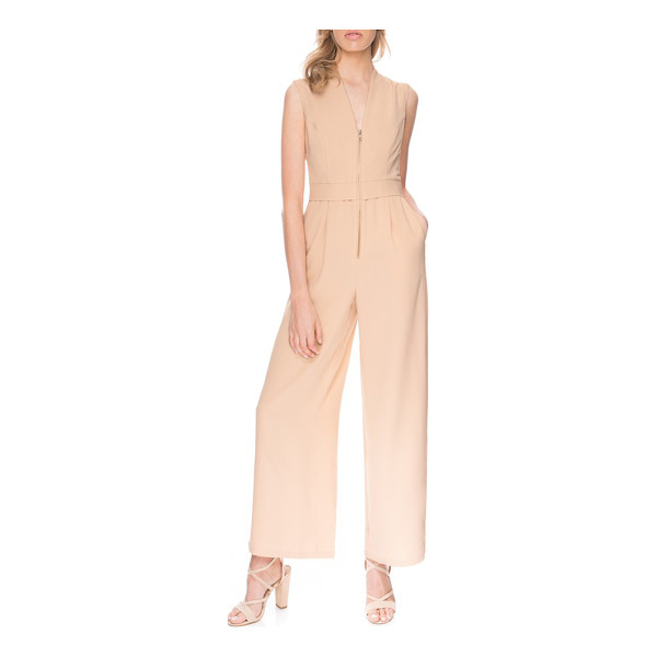 FINDERS KEEPERS wild world jumpsuit - Curved princess seams at the bodice, a slight stand collar...