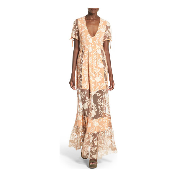FOR LOVE & LEMONS mia maxi dress - Intricate lace embroidery artfully tempers the flirtatious...