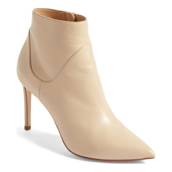 FRANCESCO RUSSO pointy toe bootie - Taking inspiration from pointy-toe booties of the 1960s,...