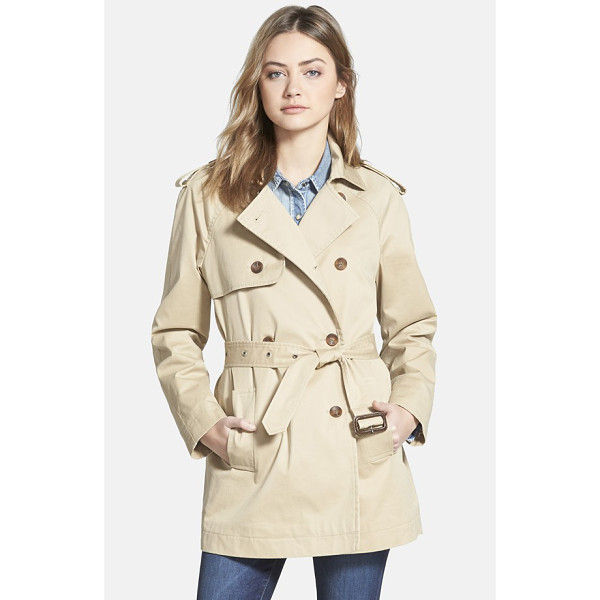 HINGE classic trench coat - A notch-lapel collar, epaulets, a double-breasted front...
