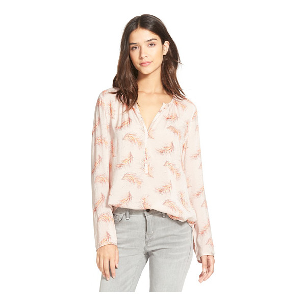 HINGE split neck blouse - Gentle shirring at the necklace gives shape to a...