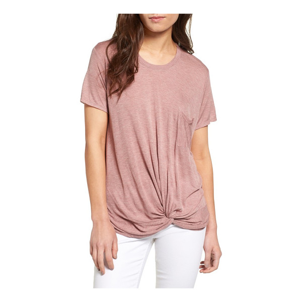HINGE twist hem tee - A supersoft tee cut from lightweight rayon is leveled up...