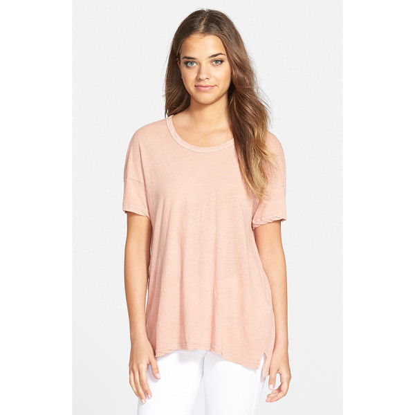 JAMES PERSE vented hem tee - Dropped shoulders and a step hem with side vents relax the...