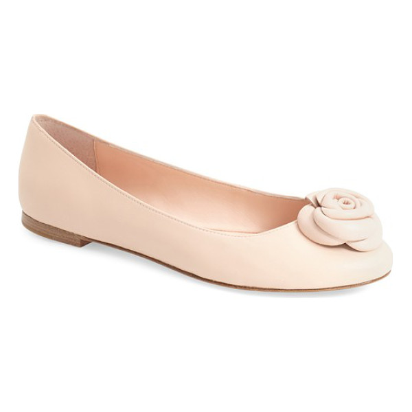 KATE SPADE NEW YORK walta flat - A dainty rose embellishment stands out at the toe of a...