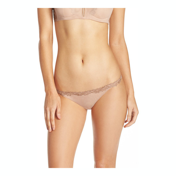LA PERLA morgane thong - Floral-embroidered lace wraps the low-slung topline and...