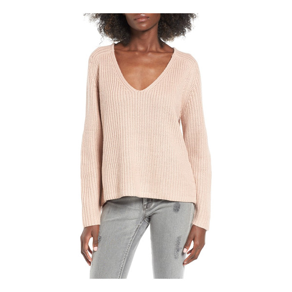 LEITH v-neck sweater - Keep it simple and cozy with this luxuriously plush V-neck...