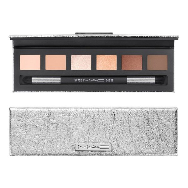 MAC snow ball eye compact - What it is: A unique rendition of the smoky eye that...