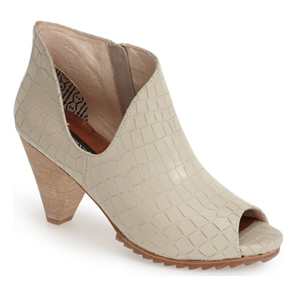 MATT BERNSON jagg bootie - A deeply curved topline and geometric woven finish amplify...