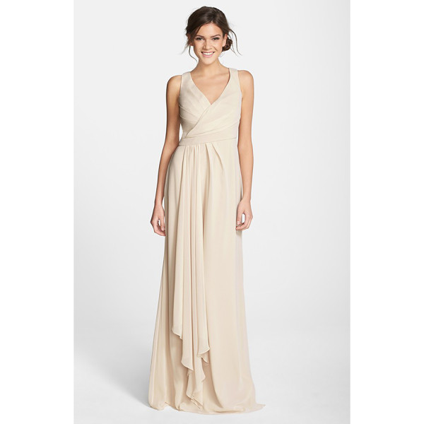 MONIQUE LHUILLIER BRIDESMAIDS sleeveless v-neck chiffon gown - A pleat-softened bodice with a pretty crossover neckline...