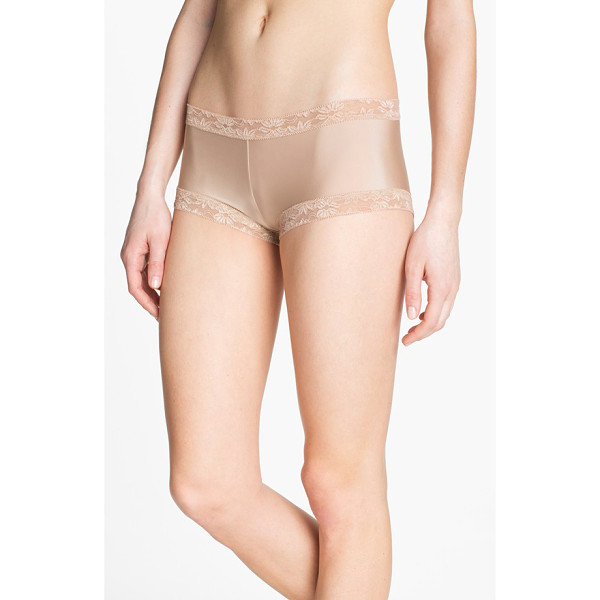 NATORI bliss girl shorts - Floral lace spins a romantic finish on low-rise girl shorts...