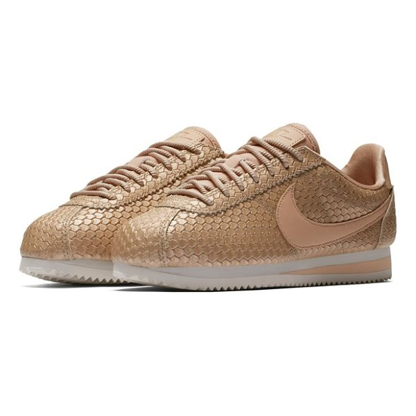 NIKE classic cortez se sneaker - With a running pedigree tracing back to 1972, Nike's iconic...