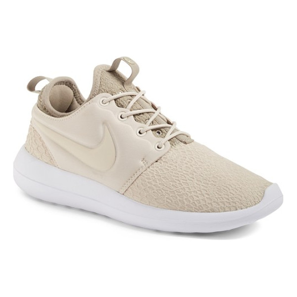 NIKE roshe two sneaker - The epitome of streamlined simplicity, an ultra-lightweight...
