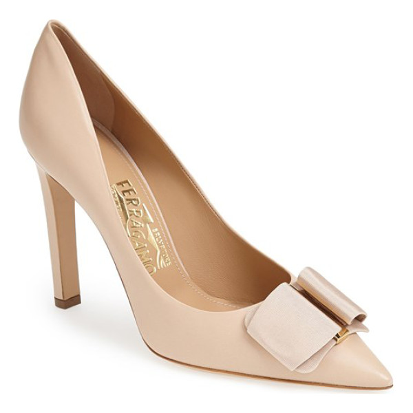 SALVATORE FERRAGAMO mimi pump - A signature grosgrain bow threads through a logo-embossed...