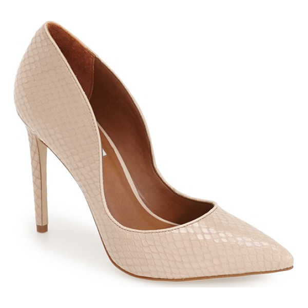 STEVE MADDEN dipper pump - Add impeccable polish to your look whether you're on or off...