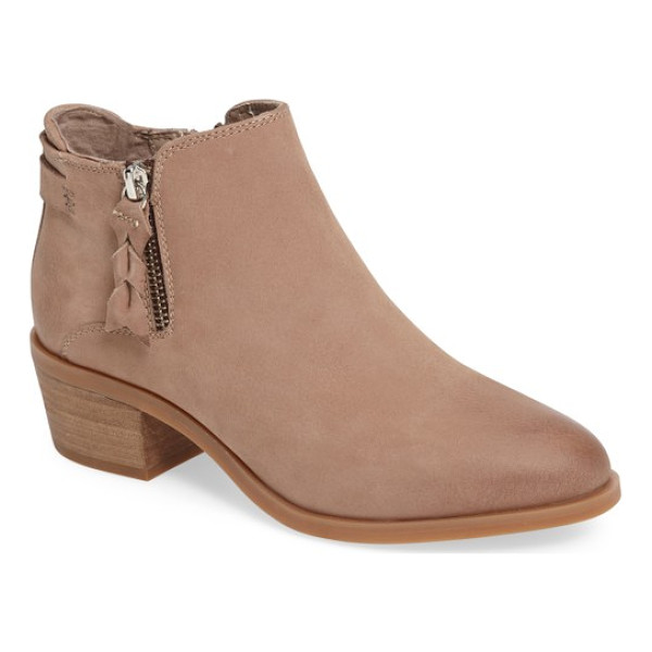 STEVE MADDEN kyle bootie - A tulip topline defines a Western-chic bootie crafted from