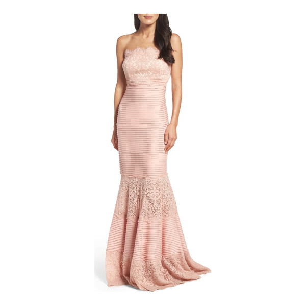 TADASHI SHOJI strapless lace inset pintuck jersey gown - Wide lace panels alternate with pintuck-pleated jersey to...