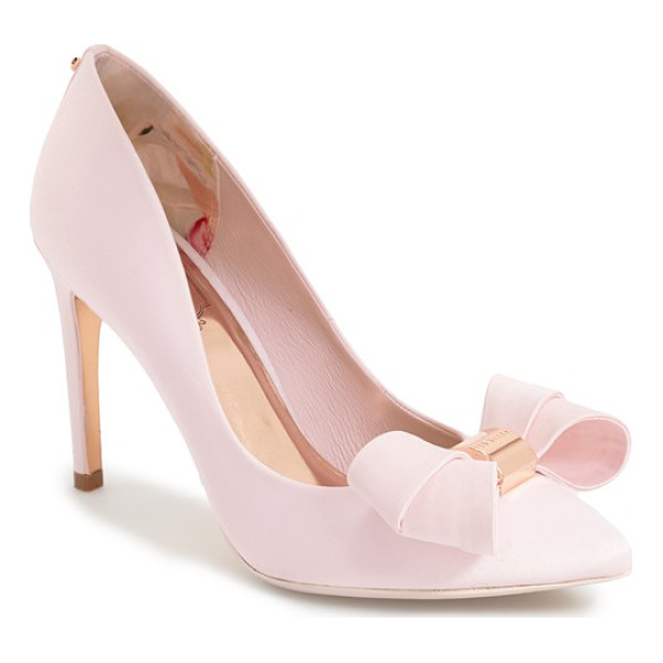 TED BAKER ichlibi bow pump - A sculpted double bow centered by a logo-etched charm...
