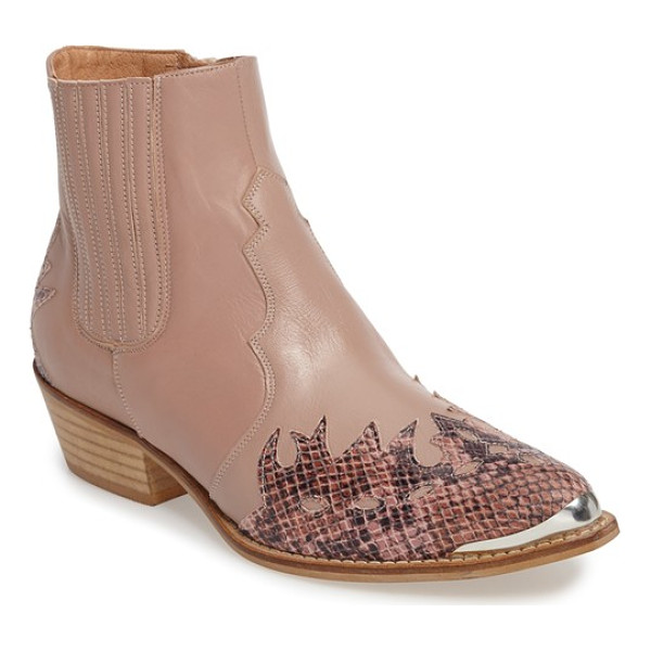 TOPSHOP 'arson' western ankle boots - Decorative stitching and a patent-leather overlay extend