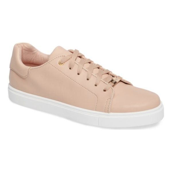 TOPSHOP cluster sneaker - Classic low-profile sneakers in smooth faux leather are...