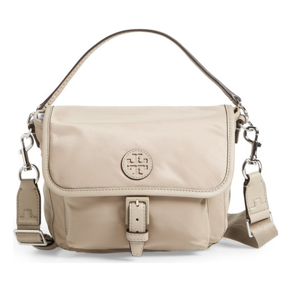 TORY BURCH scout nylon crossbody bag - A sporty crossbody bag styled in a scaled-down messenger...