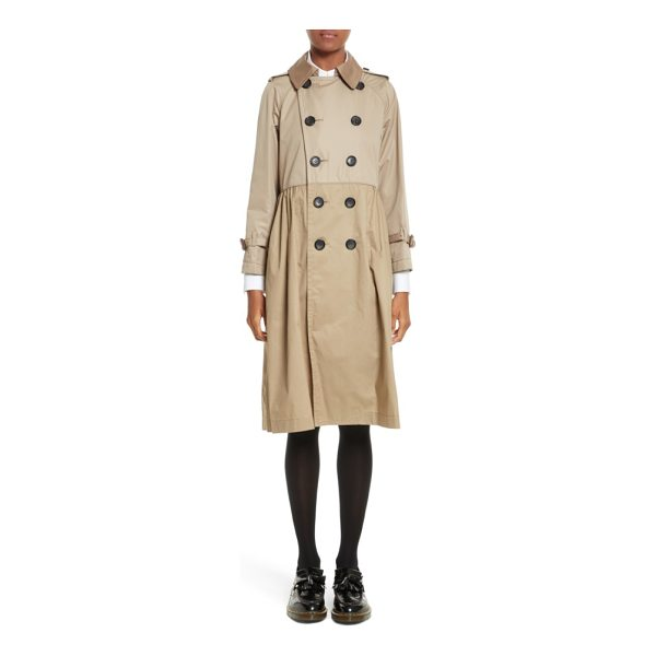 TRICOT COMME DES GARCONS reversible trench coat - A pleated, slightly flared silhouette lightens the...