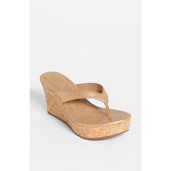 UGG natassia sandal - Delicate topstitching outlines a glazed Italian-leather...