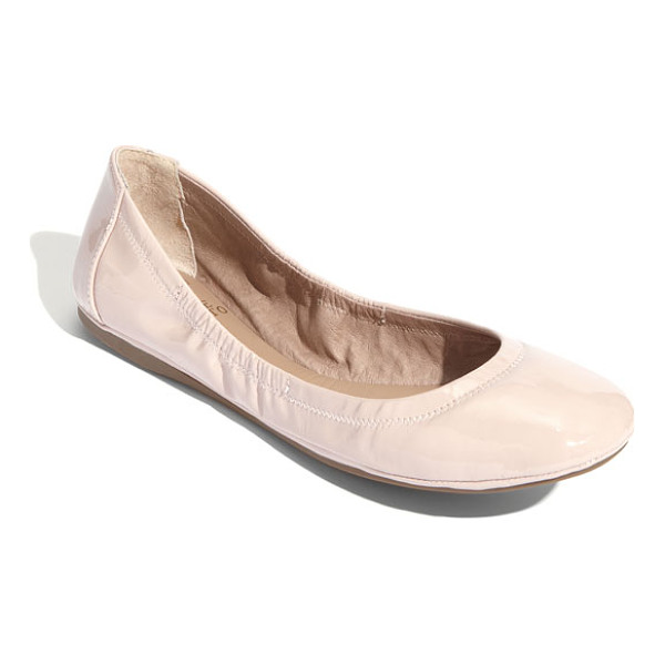 VINCE CAMUTO ellen flat - Soft, streamlined leather or tactile calf-hair and an...