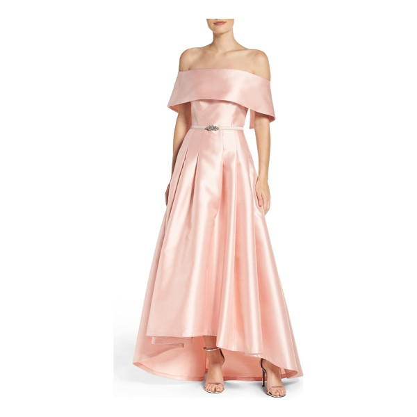 VINCE CAMUTO mikado ballgown - This silky, satiny gown gracefully flares away from the...