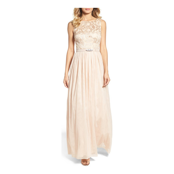 VINCE CAMUTO sleeveless gown - A crystal-encrusted belt and embroidered lace bodice...