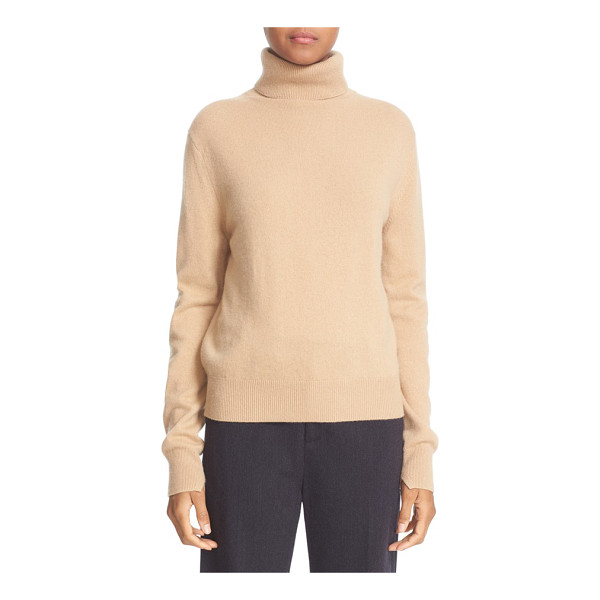 VINCE cashmere turtleneck sweater - Topped with a cozy turtleneck, a relaxed pullover with...