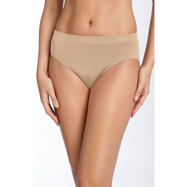 WACOAL b smooth high cut briefs - Stretchy fabric shapes high-cut briefs designed with...