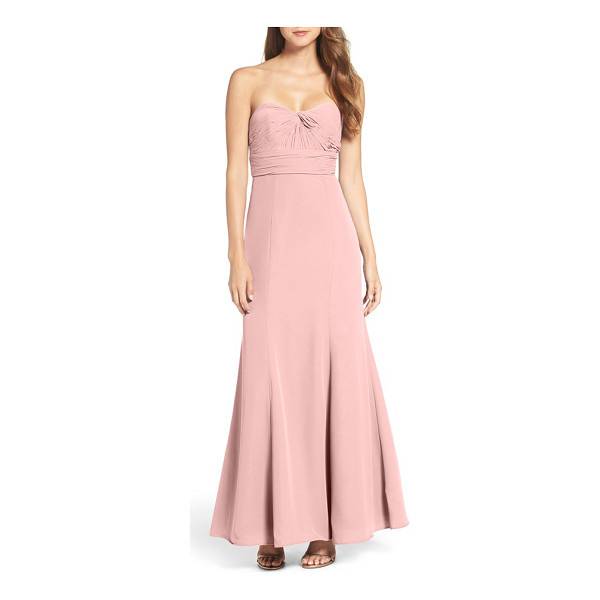 WTOO strapless chiffon gown - Modern and elegantly styled, this chiffon gown highlights...
