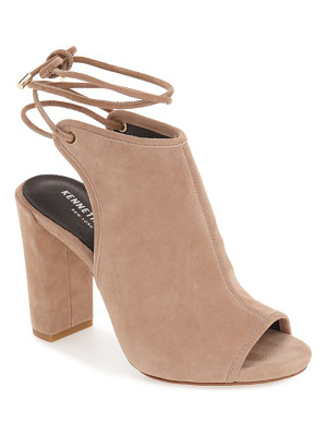 KENNETH COLE Darla Block Heel Sandal