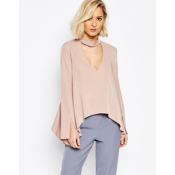 LAVISH ALICE Blouse with plunge neck and collar detail - Blouse by Lavish Alice Lightweight fabric Plunge v-neckline...