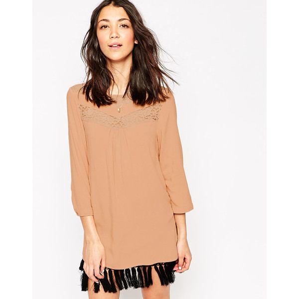 VERO MODA 3/4 sleeve tunic with lace detail - Top by Vero Moda Soft touch woven fabric Slash neckline...